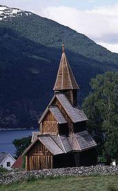 С 1100 по 1300 в Норвегии было построено около 1000 деревянных церквей