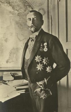 Руаль Амундсен со рденом Святого Улофа