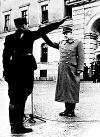 Норвежский правитель Квислинг всю войну отдавал честь нацистам.