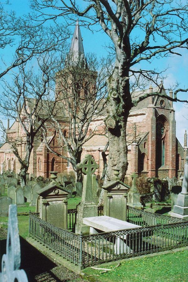 собор св. Магнуса. заложенный Рёгнвальдом Оркнейским