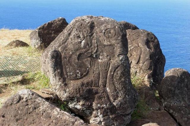 Постарайся найти своего аку-аку на острове Пасхи